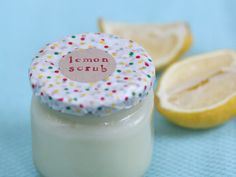 Need a quick gift or a DIY spa day? Whip up this easy DIY lemon sugar body scrub for some instant gratification.