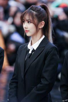 Long Length Hair, Kpop Hair, Haircuts With Bangs, Asian Celebrities, Hair Lengths, Pretty Woman, Kpop Girls, The Dreamers, Girl Group