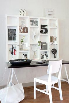 Black & white home office. Image from vtwonen. Home Office Space, Office Workspace, Home Office Decor, Diy Home Decor, Office Ideas, Sweet Home, Decoration, Shelving, Desk Shelves
