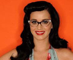 Katy Perry with cateye glasses with her oval face shape Celebrities With Glasses, Girl Celebrities, Celebs, Celebrity Glasses, Katy Perry Wallpaper, Cool Glasses, Eye Glasses, Glasses Frames, Pin Up