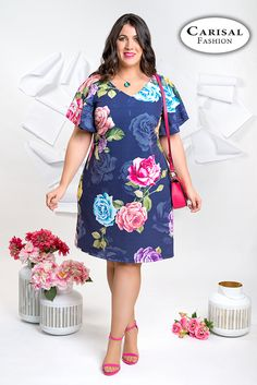 Camiseta negra cruzada tallas grandes otoño-invierno Plus Size Summer Dresses, Looks Plus Size, Gowns Of Elegance, Plus Size Fashion For Women, African Fashion Dresses, Modest Outfits, Curvy Fashion, Size Clothing, Blouse Designs