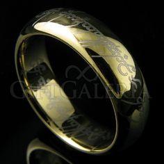 Uma lenda uma vez conta do Um Anel, um artefato amaldiçoado possuido pelo lorde das trevas, Sauron. Este anel de tungstênio é uma recriação do poderoso anel com gravação a laser da inscrição élfica em tengwar tanto na parte externa quanto na interna do anel.