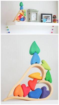 Dankjewel Sanne voor het delen! Grimm's regenboog hartjes blokjes http://www.saartjeswereld.nl/houten-regenboog-harten-blokken-grimms-10177