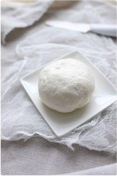 Riccota et mozzarella Raw Cheese, Mozarella, Easy Pizza Dough, Cuisine Diverse, Salmon And Asparagus, Cooking Chef, Cake Toppings, Restaurant Recipes, Winter Food