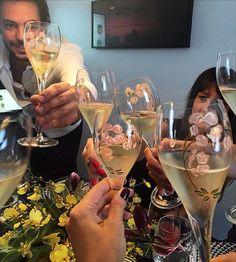 Quer saber como escolher o champanhe para uma ocasião especial? Leia em: http://www.rojo.art.br/blog/champanhe/