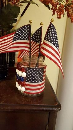 Woman saves empty pickle jar—look at her gorgeous idea for your decor! Mesh Wreath Tutorial, Diy Wreath, Burlap Wreath, Epoxy, Light Up Canvas, Coffee Filter Crafts, Old Baskets, Globe Decor, Christmas Wine Bottles