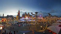 Magisch Maastricht bezoeken? Het levendige Vrijthof is het middelpunt met de gezellige kerstmarkt! Christmas In Europe, Christmas Markets, Christmas Time, Event Marketing, Staycation, Us Travel, Resorts, Netherlands, Paris Skyline