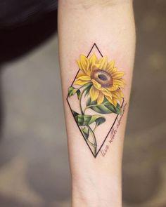 Feiern Sie die Schönheit der Natur mit diesen inspirierenden Sonnenblumen-Tattoos – KickAss Things Celebrate the Beauty of Nature with these Inspirational Sunflower Tattoos Foot Tattoos, Cute Tattoos, Unique Tattoos, Beautiful Tattoos, Body Art Tattoos, Small Tattoos, Sleeve Tattoos, Tattoos For Guys, Tatoos