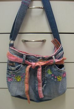 Kierrätys farkkulaukku - Recycled jeans bag Recycle Jeans, Recycling, Bags, Fashion, Handbags, Moda, Fashion Styles, Upcycle, Fashion Illustrations