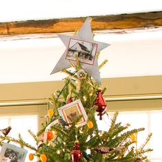 A tree isn't complete without a pretty Christmas tree topper. Whether it's a simple bow, a beautiful bouquet, or a unique tree topper you can make yourself, these Christmas tree topper ideas are the perfect finish to your beautiful holiday tree. Diy Christmas Mantel, Diy Christmas Tree Topper, Pretty Christmas Trees, Personalized Christmas Ornaments, Holiday Tree, Holiday Wreaths, Christmas Ideas, Christmas Crafts, Star Tree Topper