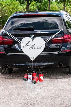 Diese Blechdosen für das Hochzeitsauto vertreiben nicht nur böse Geister, sie sind auch ein origineller Hingucker für die Autodeko. #hochzeitsauto #autodeko #hochzeitsdeko #hochzeit