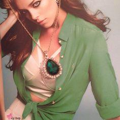 Colar Gota Esmeralda - perfeito para qualquer ocasião.  Disponível em: www.ivyshop.com.br  #colar #colargota #corrente #esmeralda #bijuteria #bijoux #bijus #cravejado #dourado #colares #acessorios #look #lookdodia #delicados #moda #dourado #corrente #pedra #verde