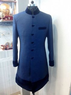 Traditional Sherwani For groom's Indian Groom Wear, Indian Wedding Wear, Sherwani Groom, Tuxedos, Wedding Garlands, Ethenic Wear, Achkan, Wedding Costumes, Groom Style