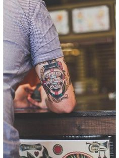 Today, we are going to share 40 arm tattoos for men. These all arm tattoo designs are unique and attractive for men arms. Tatoo Art, Tattoo On, Piercing Tattoo, Tattoo Pics, Tattoo Black, Hipster Tattoo, Tattoos Arm Mann, Body Art Tattoos, Mann Tattoo