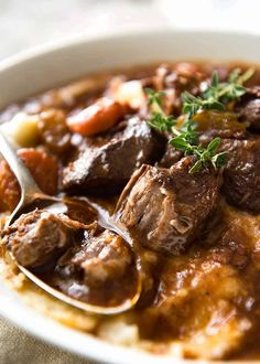 Irish Beef and Guinness Stew is arguably the king of all stews! The Guinness gives the sauce an incredible earthiness and depth of flavour, it does not taste of beer at all. Stew Meat Recipes, Cooking Recipes, Guinness Stew Recipe, Classic Beef Stew, Irish Beef, Recipetin Eats, Creamy Mashed Potatoes, My Favorite Food, Favorite Recipes