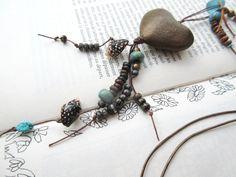 Un long collier romantique avec céramique coeur artisanale : Nuits Etoilées…