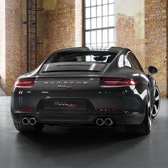 Porsche 911 50th anniversary edition. #Aplus: http://www.bandentrend.nl/shop/?merk=APLUS #Continental: http://www.bandentrend.nl/shop/?merk=CONTINENTAL #Dunlop: http://www.bandentrend.nl/shop/?merk=DUNLOP #Fulda: http://www.bandentrend.nl/shop/?merk=FULDA #Goodyear: http://www.bandentrend.nl/shop/?merk=GOODYEAR #Hankook: http://www.bandentrend.nl/shop/?merk=HANKOOK Michelin: http://www.bandentrend.nl/shop/?merk=MICHELIN