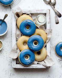 Blue Spirulina Glazed Vanilla Donuts – Suncore Foods Inc. Blue Spirulina, Spirulina Powder, Chocolate Blanco, Chocolate Glaze, White Chocolate, Blue Donuts, Edible Roses, Butterfly Pea Flower, Spirulina