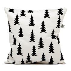 Mustat kuuset Fine Little Dayn tyynynpäällisessä ovat yksinkertaiset, vaan niin kauniit.