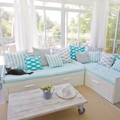 House of Turquoise: sunroom.Jenna Sue, Love this! House Of Turquoise, Style At Home, Villa Design, House Design, Ikea Daybed, Ikea Beds, Design Ikea, Design Design, Faux Wood Tiles