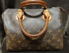 Louis Vuitton Brown Monogram Speedy 25 Designer Handbag, includes lock and key.    $450.00