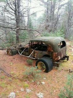 Abandoned car. Canada. Source Facebook.com