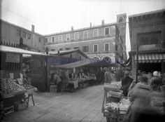 More from the fruit and vegetable market in #Venice near the #RialtoBridge