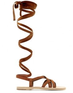 Miu Miu Sandales montantes en veau velours et semelle corde, 350 euros.