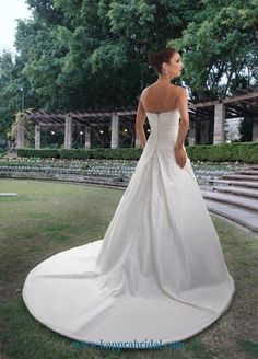 Style 8412 » Wedding Gowns » DaVinci Bridal » Available Colours : Ivory, White (back)