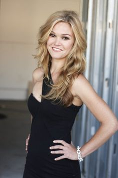 Big Curly Hair | 17 Ways Julia Stiles Hairstyles Prove We Can Slay Any Hairdo | Hairstyle Ideas by Makeup Tutorials at http://makeuptutorials.com/17-ways-julia-stiles-hairstyles-prove-we-can-slay-any-hairdo/