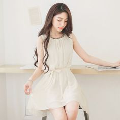 附綁帶串珠領雪紡無袖洋裝 | Mayuki