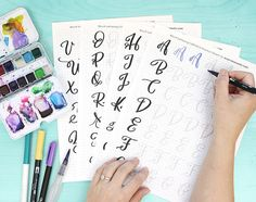 Brush lettering with Crayola markers — TwoEasels Creative Lettering, Lettering Styles, Brush Lettering, Lettering Ideas, Creative Writing, Modern Calligraphy Tutorial, Modern Calligraphy Alphabet, Alphabet Practice Sheets, Crayola Calligraphy
