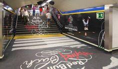 Red Bull Flying Bach, de Zenith Media y JCDecaux para Red Bull