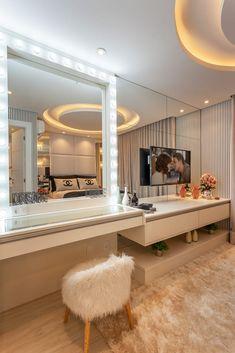 Target Home Decor Apartamento Chanel Quartos por Designer de Interiores e Paisagista Iara Klaris Bedroom Bed Design, Room Ideas Bedroom, Girl Bedroom Designs, Modern Bedroom, Bedroom Decor, Glam Master Bedroom, Luxury Bedroom Design, Home Design Decor, Home Interior Design