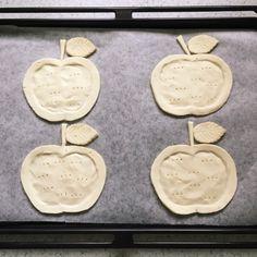 思い立ったらすぐ出来る、とても簡単で楽しいアップルパイ。  リンゴが小さめだったので、パイシート1枚で4個出来ました。