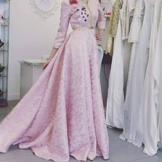 """Result of image search for """"caftan brocard"""" Style Oriental, Oriental Fashion, Pretty Dresses, Beautiful Dresses, Modest Fashion, Fashion Dresses, Hijab Dress Party, Mode Simple, Moroccan Caftan"""