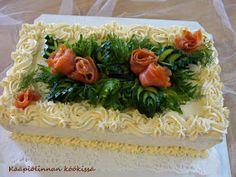 Kääpiölinnan köökissä: Party time! - lohivoileipäkakkua tuplasynttäreille Charcuterie, Sandwich Cake, Sandwiches, Seaweed Salad, Cheesecakes, Food Art, Party Time, Buffet, Goodies