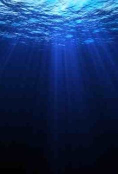 16 Reasons to Love the Ocean - the ocean covers over 70 percent of our planet's surface and contains about 99 percent of the living space on Earth. Water Aesthetic, Blue Aesthetic, Aesthetic Photo, Ocean Deep, Deep Water, Ocean Beach, Ugly Love Colleen Hoover, Underwater Painting, Underwater Lights