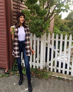 Pin by claire * garvin on ▪ olivia culpo ▪ оливия калпо, ули Camping Outfits For Women Summer, Summer Camping Outfits, Summer Outfits, Women Camping, Olivia Culpo, Outfits Otoño, Winter Outfits, Casual Outfits, Fashion Outfits