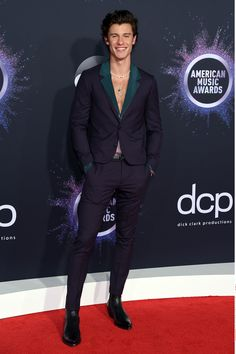 shawn mendes - 2019 American Music Awards: See all the photos from the red carpet American Music Awards, Latin American Music, Meghan Markle, Kristen Stewart, Dolce And Gabbana Suits, Banks, Shawn Mendes Wallpaper, Mendes Army, Boy Music