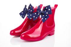 #dlatesciowej #niezchinzpasji - bo w duchu ta kobieta ma 20 lat Rubber Rain Boots, Jelly, Vogue, Wedges, Sneakers, Red Wellies, Shopping, Shoes, Fashion