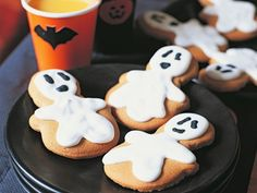 ghosts cookies for Halloween - Halloween Costumes 2013 Halloween Cookies Decorated, Halloween Sugar Cookies, Halloween Desserts, Halloween Treats, Halloween Fun, Halloween Images, Halloween Costumes, Ghost Cookies, Cute Cookies