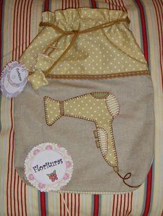Precioso detalle para mamá.  Regala algo personalizado y delicado, unas bolsitas de tela para guardar la ropa interior, las zapatillas, medi...