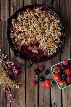 Grain-free Mixed Berry Crisp paleo-friendly, vegan options // Tasty Yummies