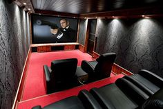 Sala de cine con sillones (la pared increible)