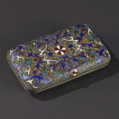 Etui à cigarettes en vermeil et émail cloisonné à motifs de feuillages et de volutes, bords perlés turquoise, poinçon d'orfèvre probablement Gustav Klingert, Moscou circa 1880, 84 zolotniks, 9,5x5,7 cm (dégâts)