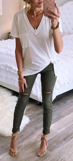 ladies white v-neck cap-sleeve-shirt and green leggings # . - Women& white v-neck cap sleeve shirt and green leggings - Mode Outfits, Fall Outfits, Summer Outfits, Casual Outfits, Women's Casual, Casual Fall, Fashion Outfits, Dress Casual, Casual Shoes