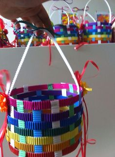 Paasmand weven Adult Crafts, Diy And Crafts, Crafts For Kids, Arts And Crafts, Paper Bouquet, Origami, Preschool Art, Spring Crafts, Bottle Crafts