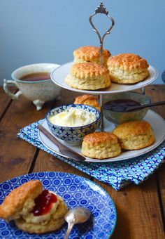 Muffins 289637819784410065 - Parfait scones anglais – Anne-Sophie – Fashion Cooking Source by Mary Berry, Croissants, Beignets, English Scones, English Tea Time, British English, English Breakfast Tea, Chocolate Tea Cake, Fruit Cake Design
