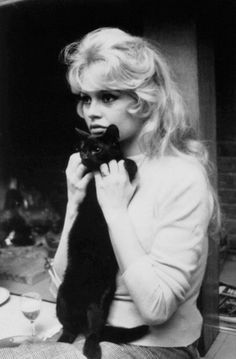 Brigitte Bardot ║ #hollywood #star #actress ... Jynx and I will deff be taking a picture like this